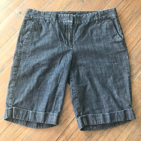 Ann Taylor Pants - Ann Taylor size 8 Signature denim jean shorts